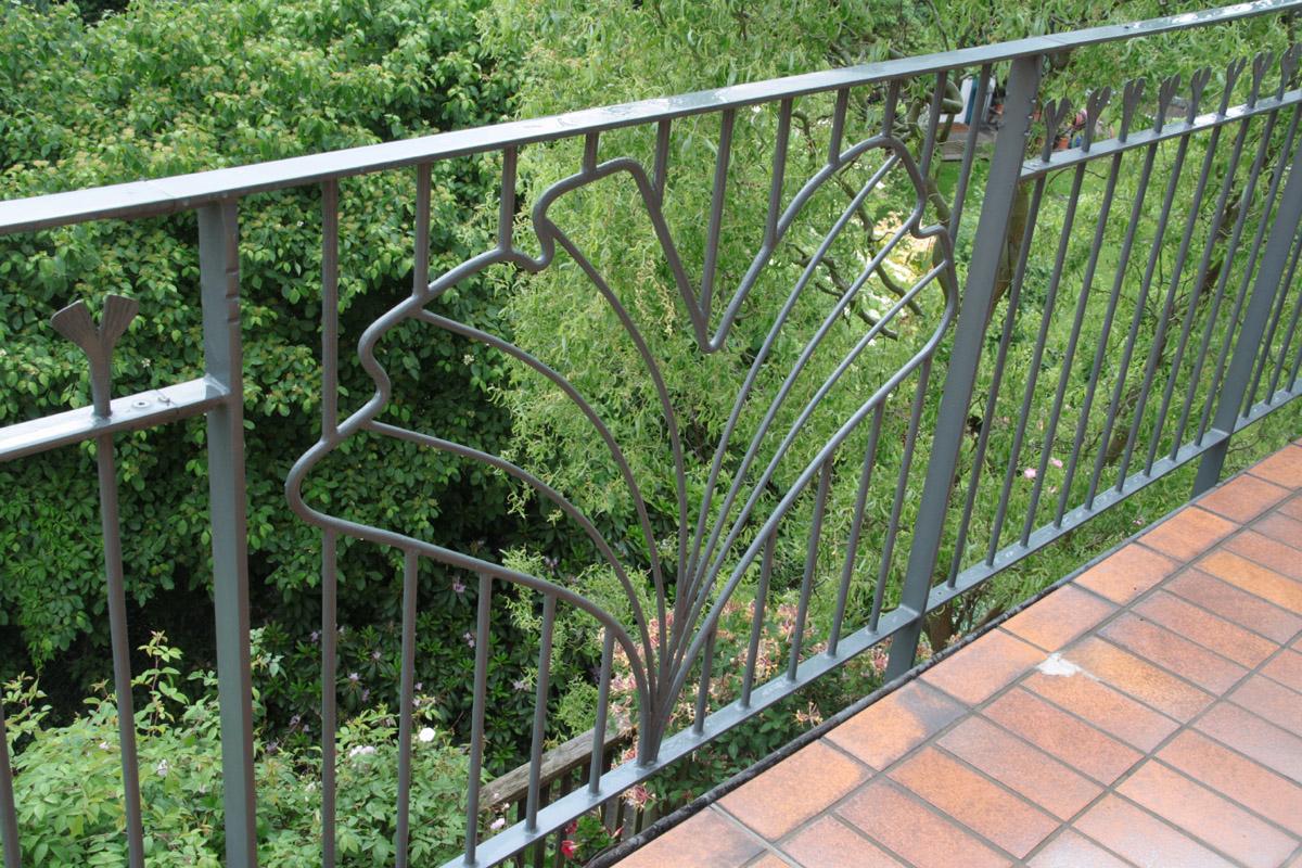Balkone, Geländer, Gitter